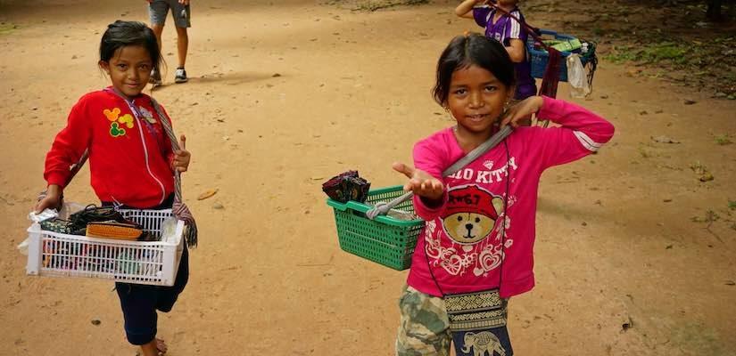 Не помагайте на децата в Камбоджа